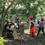 Charitná záhrada plná návštevníkov, ktorým sme radi zodpovedali otázky o našich projektoch na Slovensku i v zahraničí.