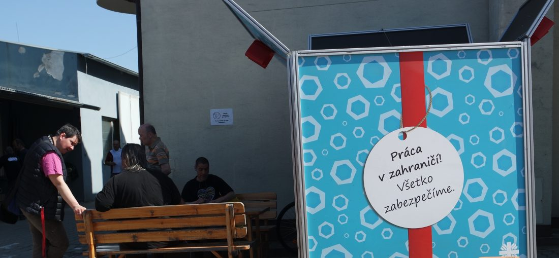 GIFT box - outdoorová kampaň Ľudia nie sú na predaj