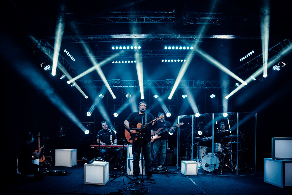 kapela na pódiu