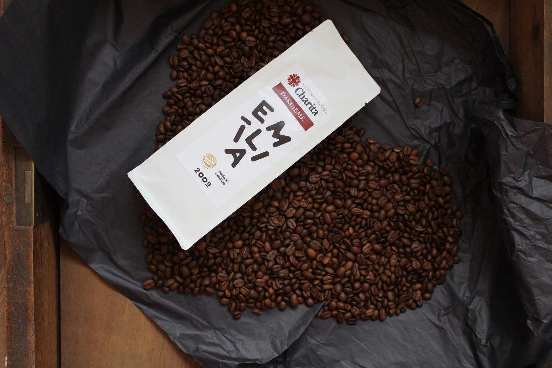 zrnká kávy