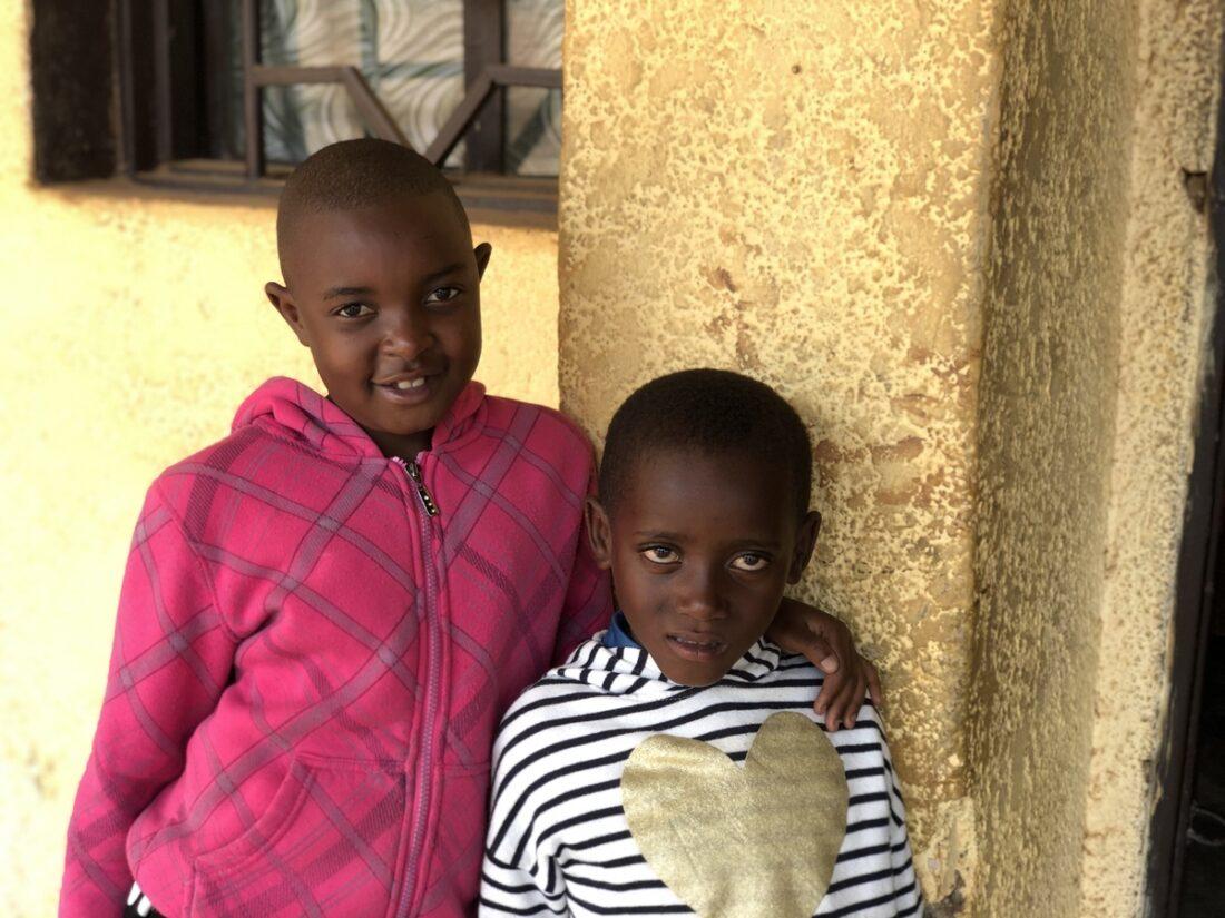 dve cernošské deti